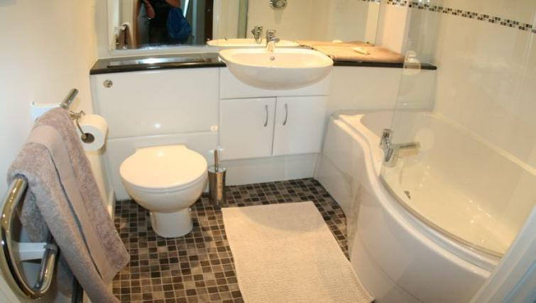 WC at Ebutler Grand Central Apartments
