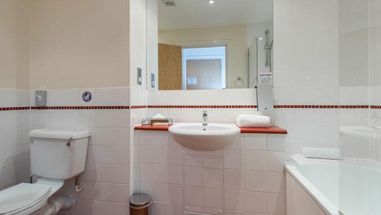 Classic bathroom in Premier Suites Bristol Redcliffe Apartments