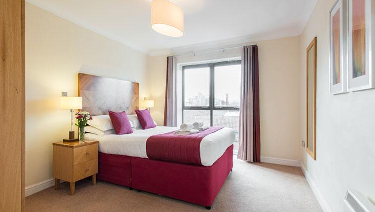 Stylish bedroom in Premier Suites Bristol Redcliffe Apartments