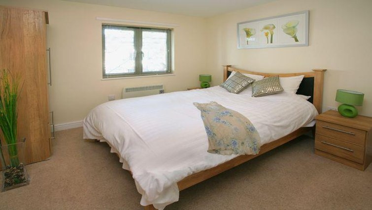 Lovely bedroom in Cotham Lawn Apartments