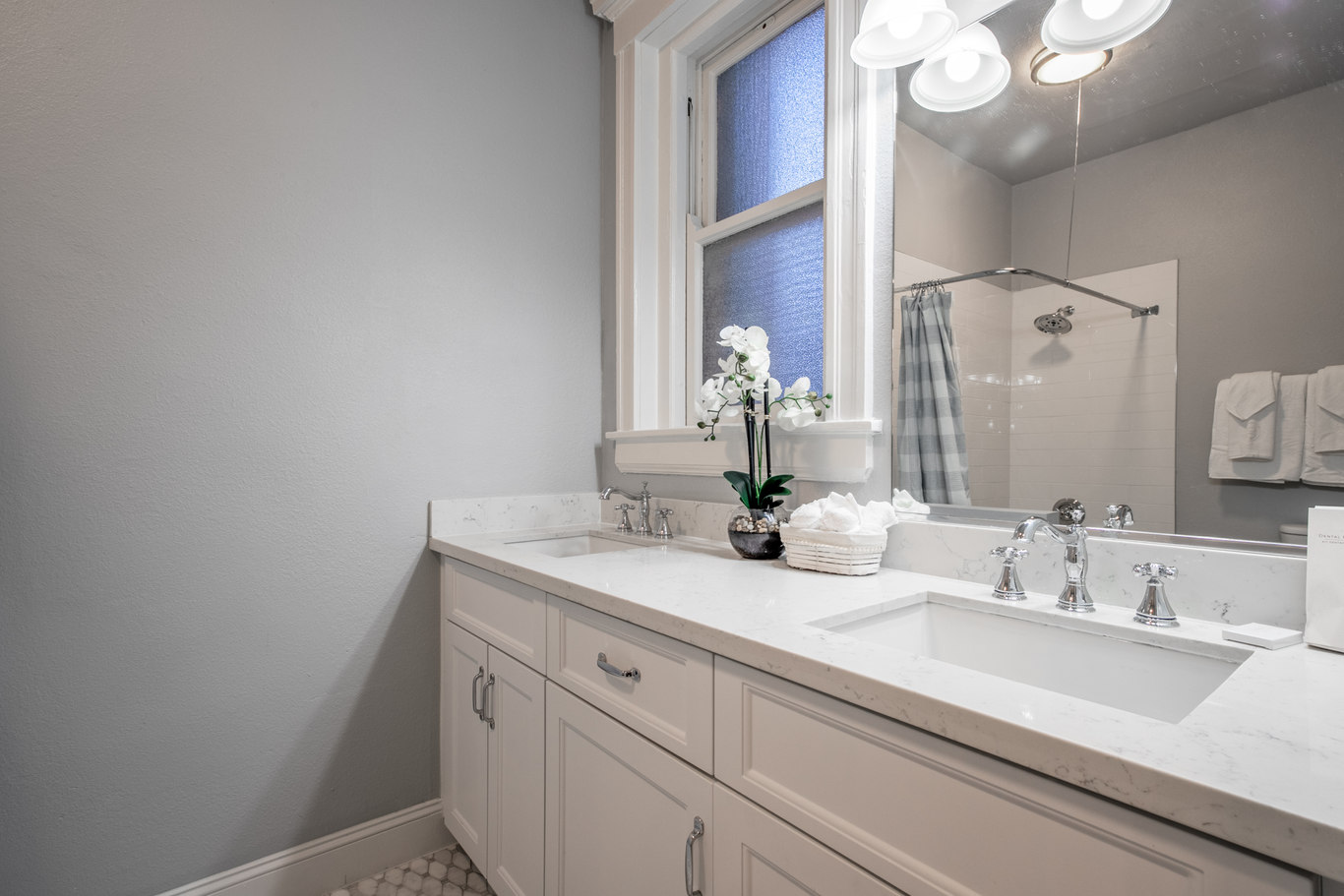 Bathroom at 952 Sutter Apartments