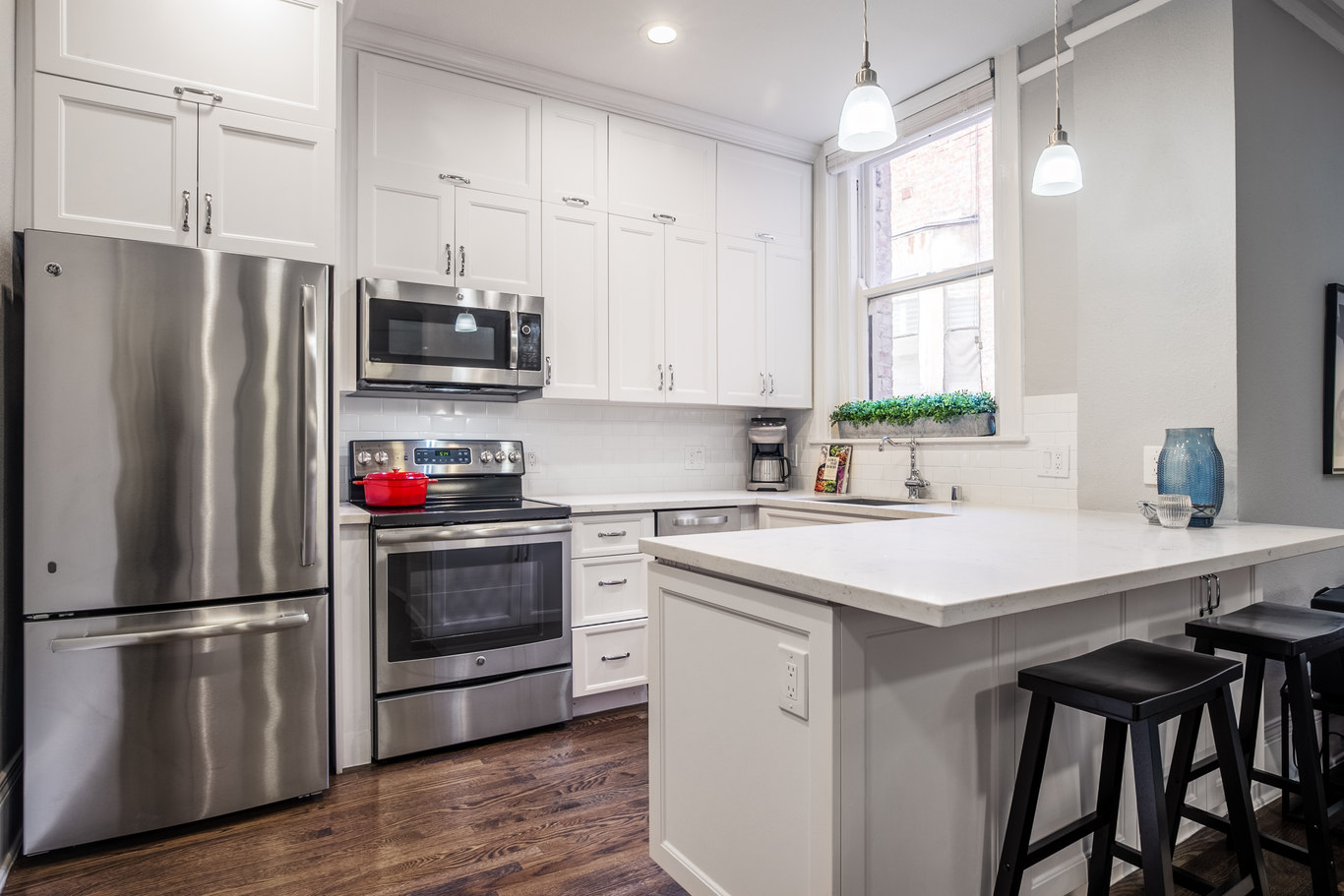 Kitchen at 952 Sutter Apartments