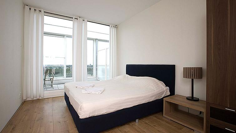 Large double bedroom at World Fashion Apartments - Amsterdam