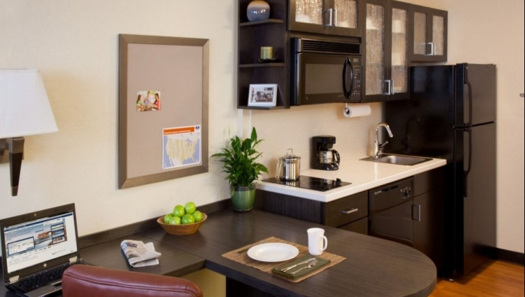 Kitchen in Candlewood Suites Silicon Valley/San Jose