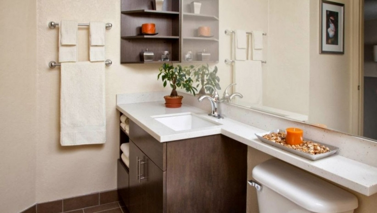 Bathroom in Candlewood Suites Silicon Valley/San Jose