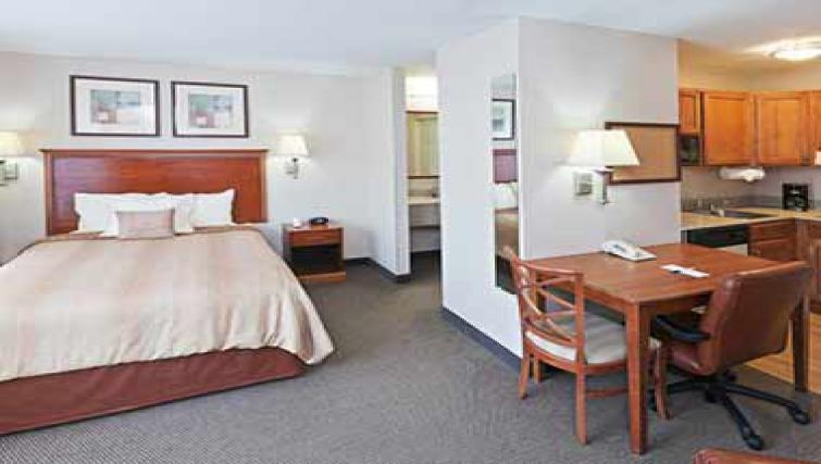 Simple bedroom in Candlewood Suites Dallas Market Centre