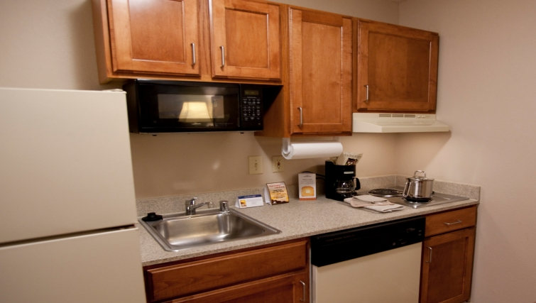 Kitchen in Candlewood Suites Dallas Market Centre