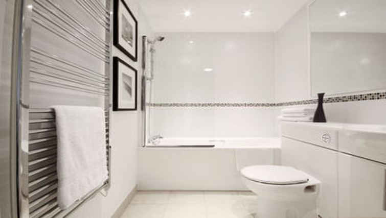 Outstanding bathroom in Slough Mosaic Apartments