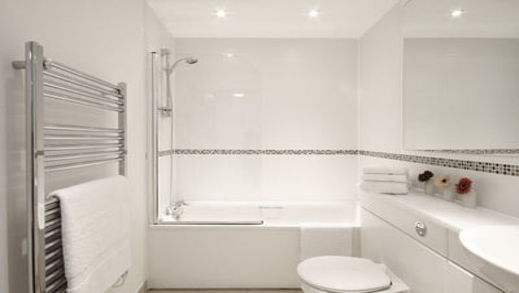 Desirable bathroom in Slough Mosaic Apartments