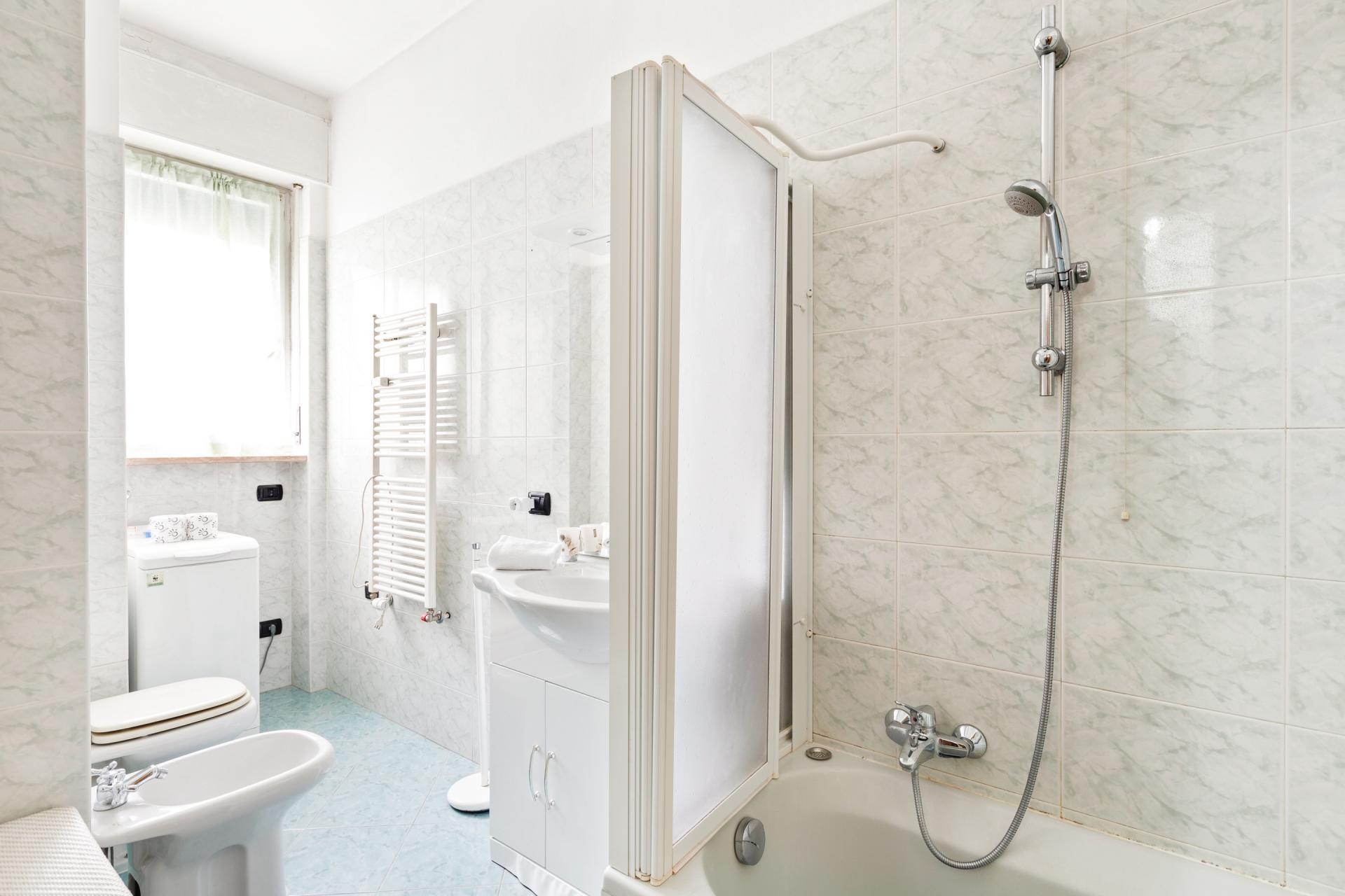 Bathroom at Siena Apartment, De Angeli, Milan
