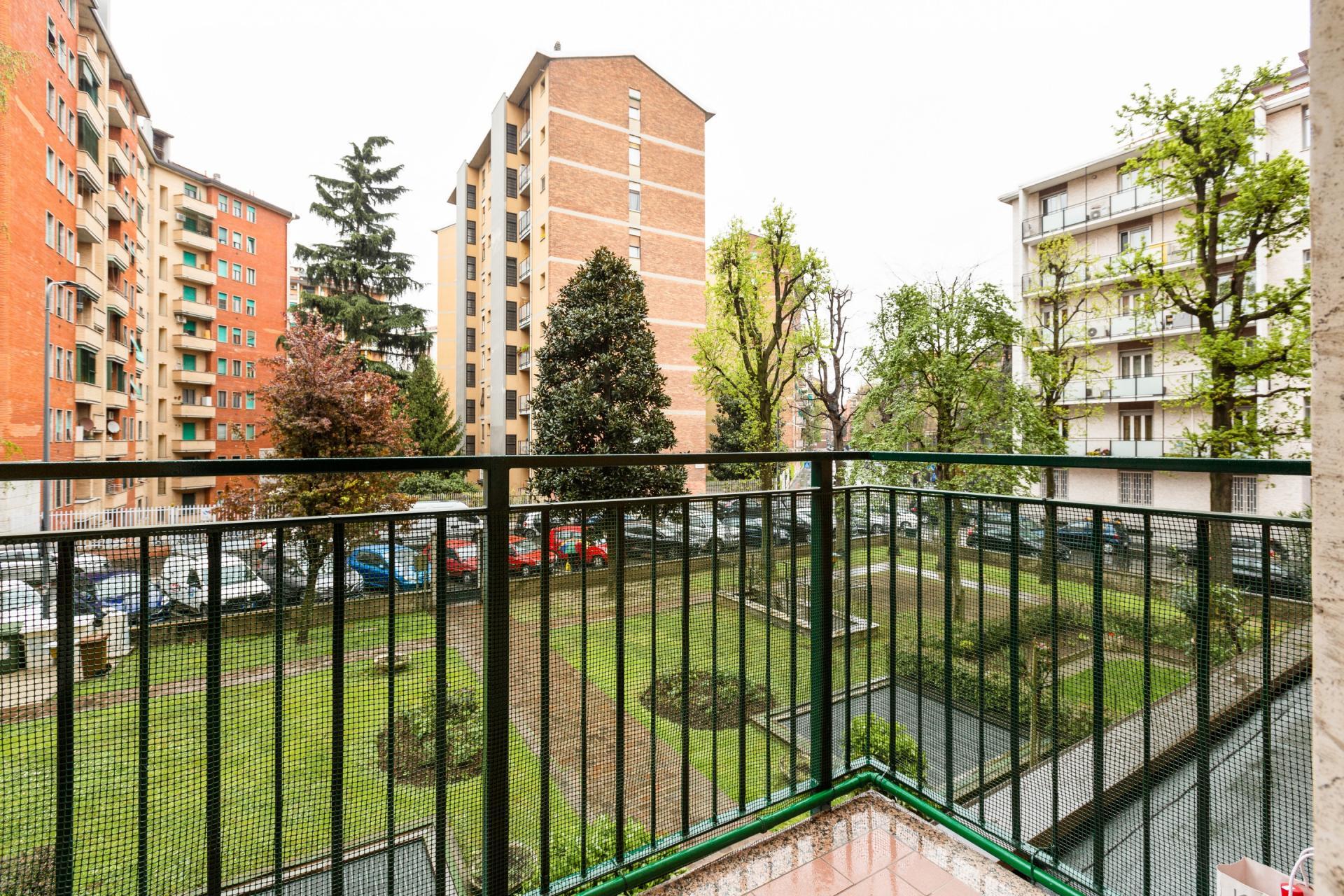 Views at Siena Apartment, De Angeli, Milan
