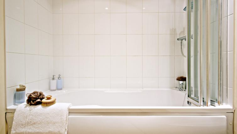 Bathroom at Barkham Mews Apartments