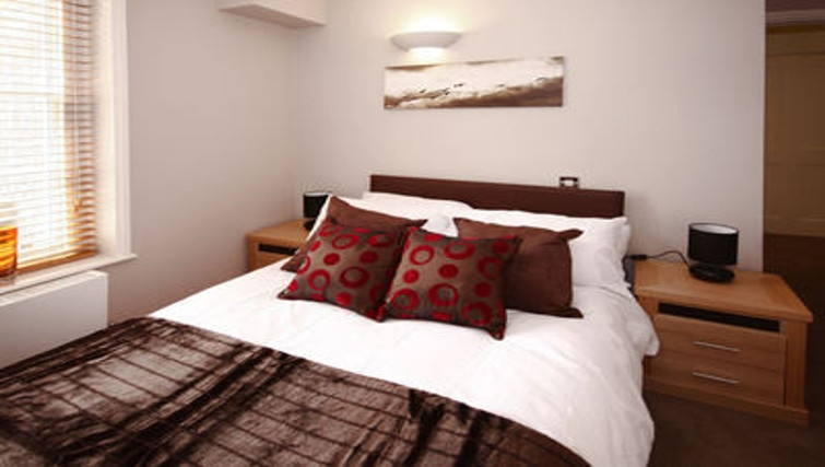 Lovely bedroom in Montague Apartments