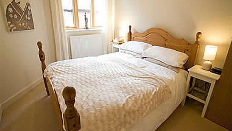 Bed in Hercules Apartments