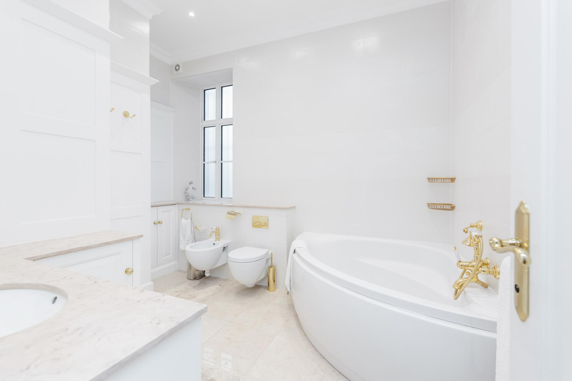 Bathtub at Grosvenor Square Apartment, Mayfair, London