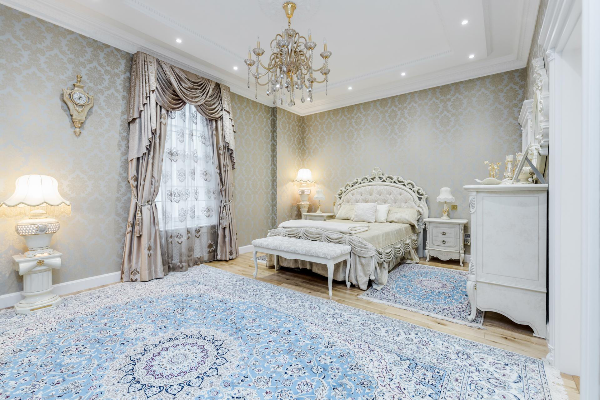 Spacious bedroom at Grosvenor Square Apartment, Mayfair, London