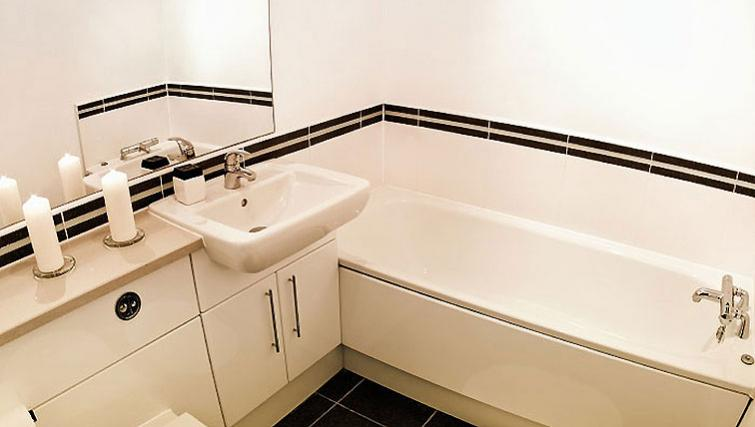 Simple bathroom in Park West Apartments