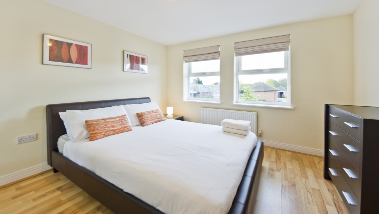 Simplistic bedroom in Woodgate Court Apartments