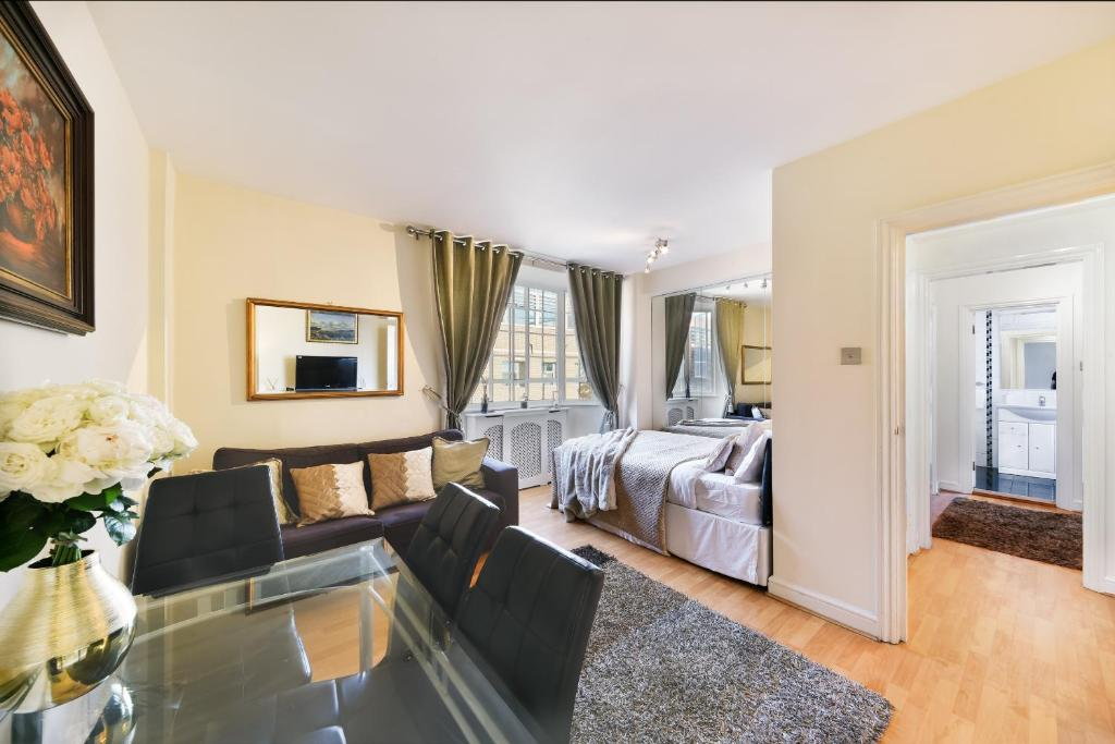 Lounge at Chelsea Charm Apartment, Chelsea, London