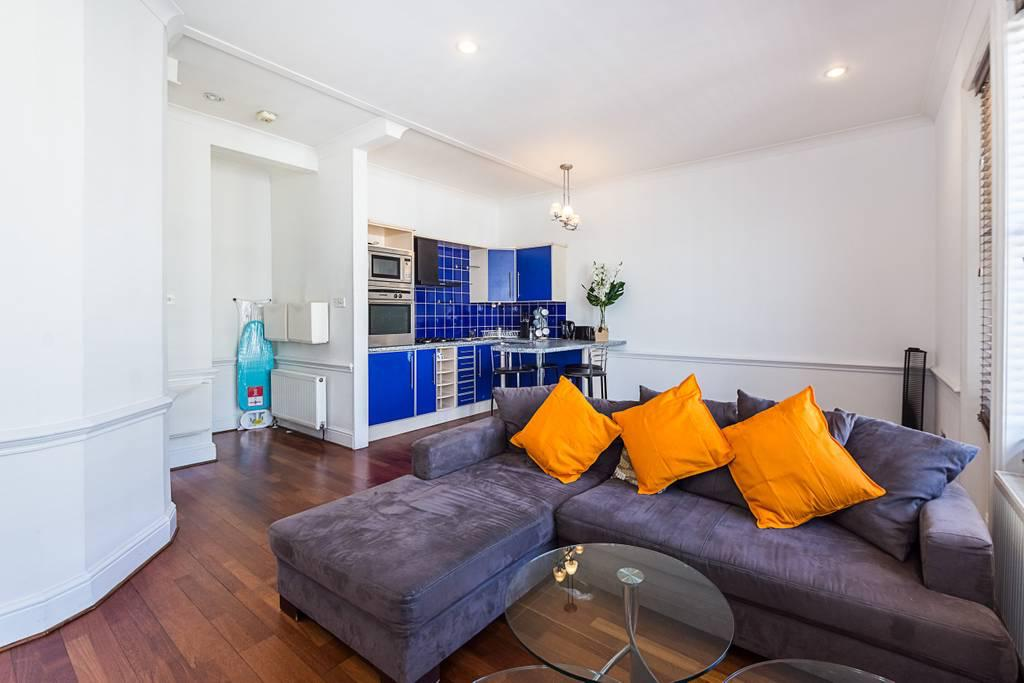 Lounge at Clanricarde Gardens Apartment, Bayswater, London