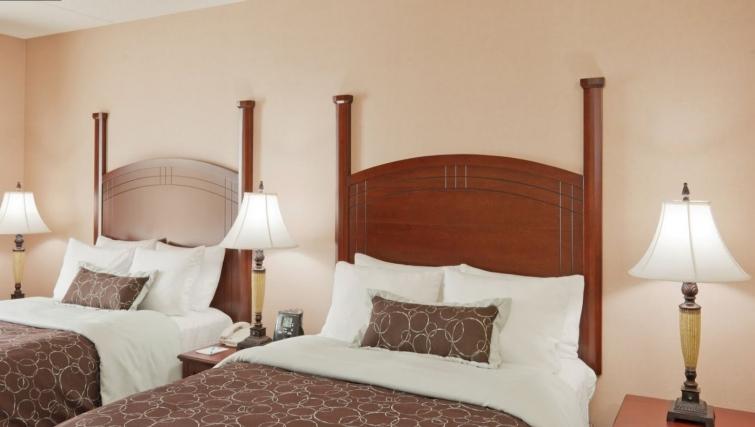 Bedroom in Staybridge Suites Oakville Burlington