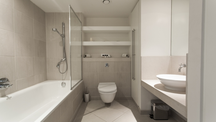 Stylish bathroom in Discovery Dock Apartments
