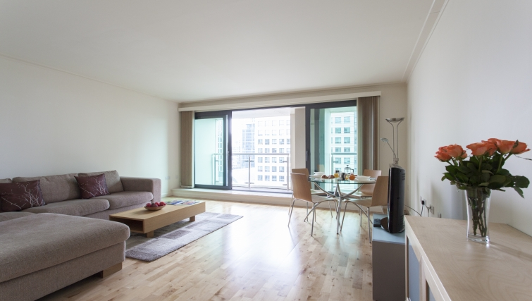 Attractive living area in Discovery Dock Apartments