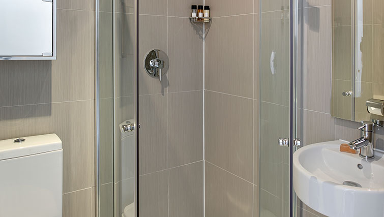 Shower at Nevern Place Aparthotel