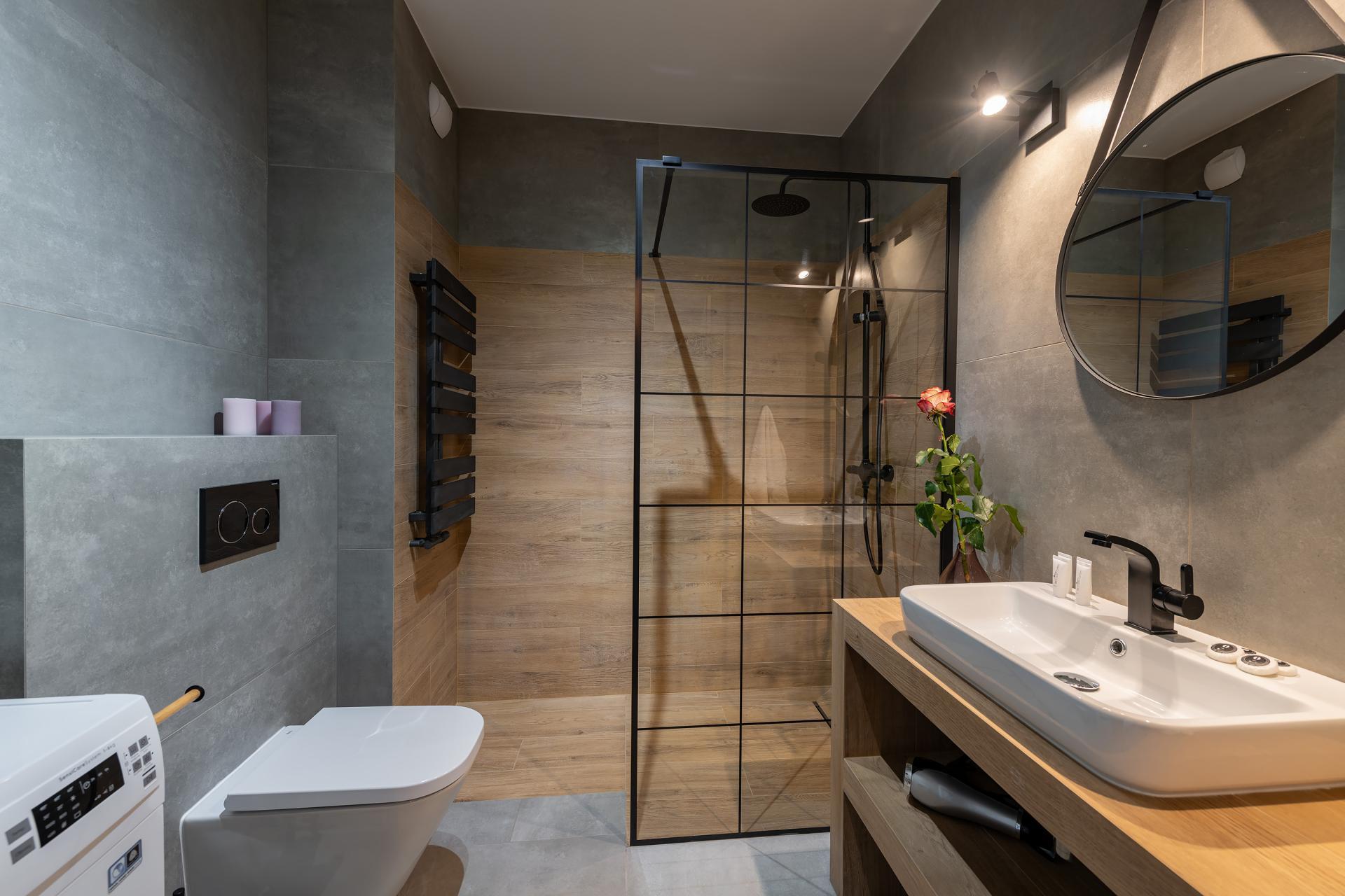 Shower at Cybernetyki Apartments, Sluzewiec, Warsaw