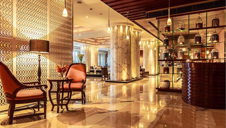 Bar at The Leela Ambience Gurgaon Apartments