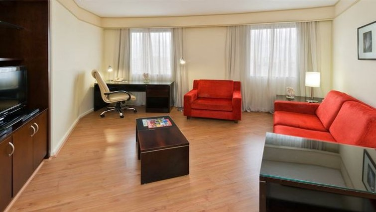 Comfortable living area in Staybridge Suites São Paulo