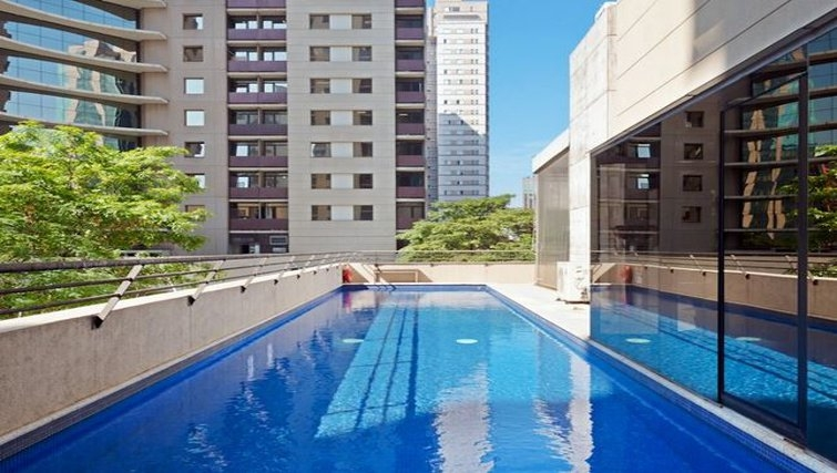 Striking pool in Staybridge Suites São Paulo