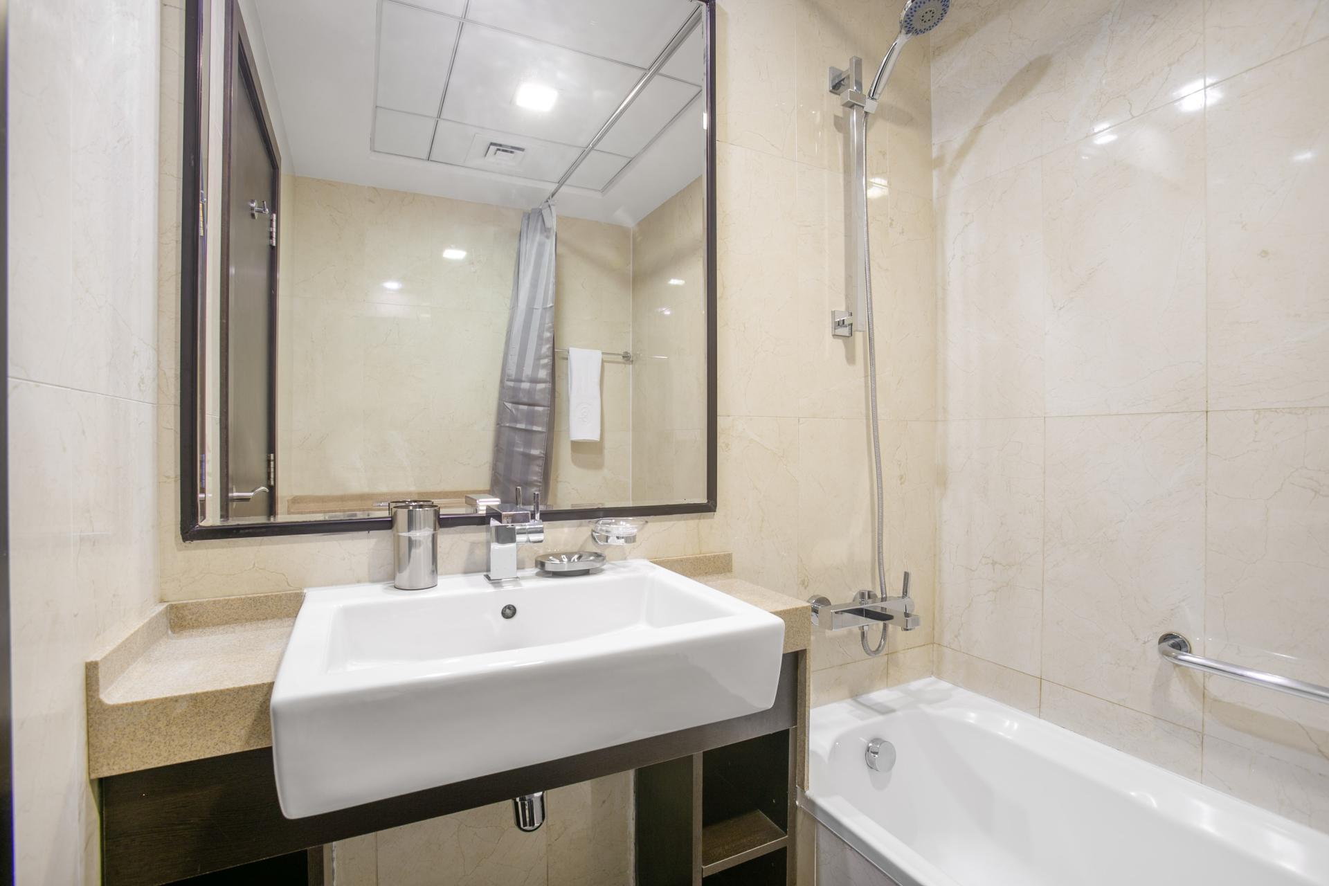 Bathroom at Botanica Studio, Dubai Marina, Dubai