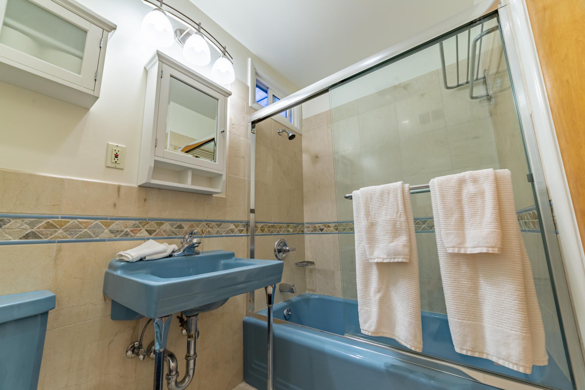 Bath at Leavenworth Street Apartment, Russian Hill, San Francisco