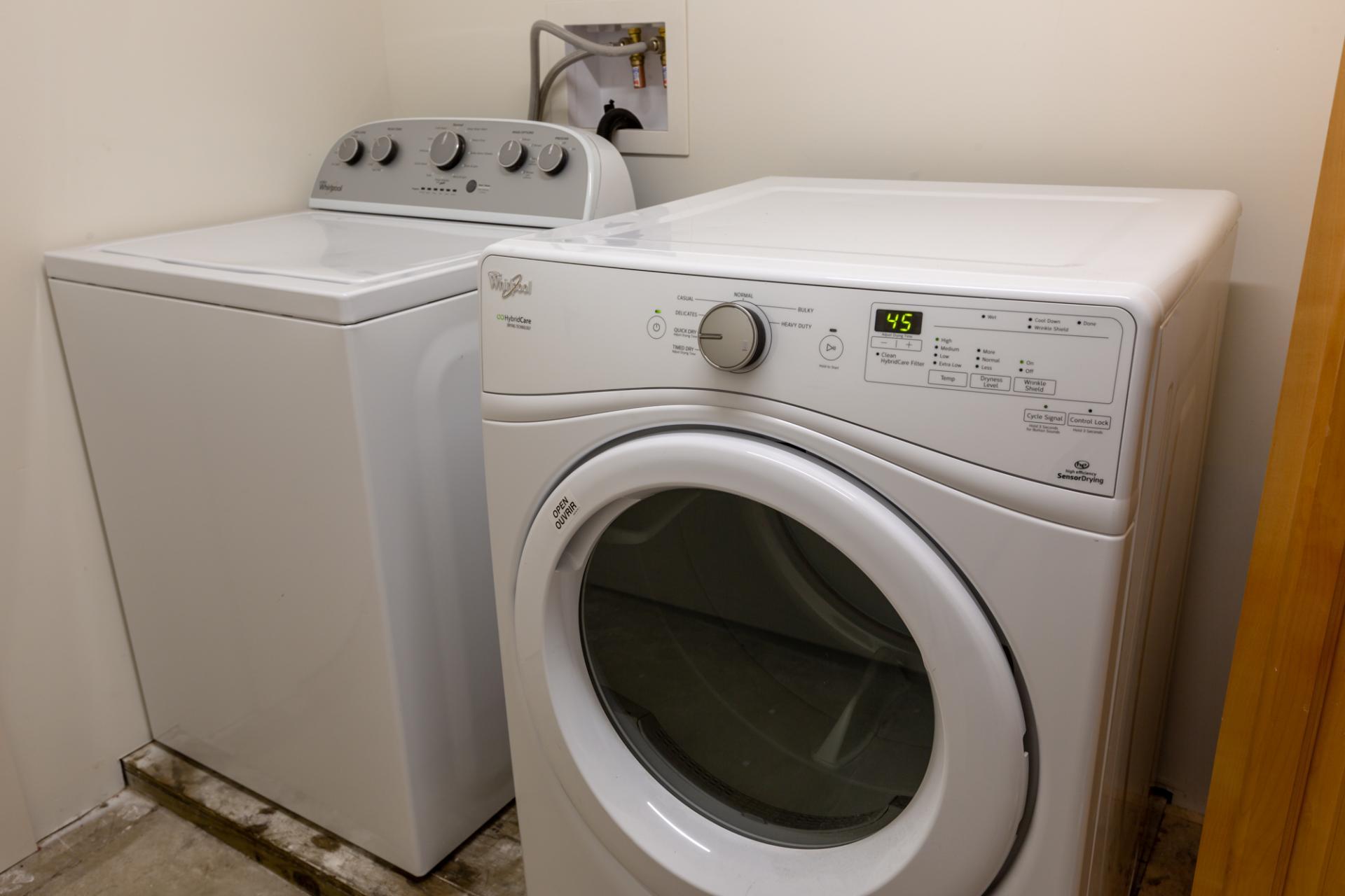 Laundry at Leavenworth Street Apartment, Russian Hill, San Francisco