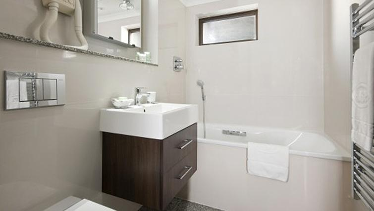 Bathroom in 2 bed at Mayfair House Apartments