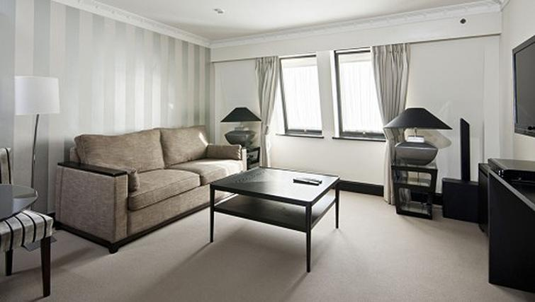 Living area in 1 bed at Mayfair House Apartments