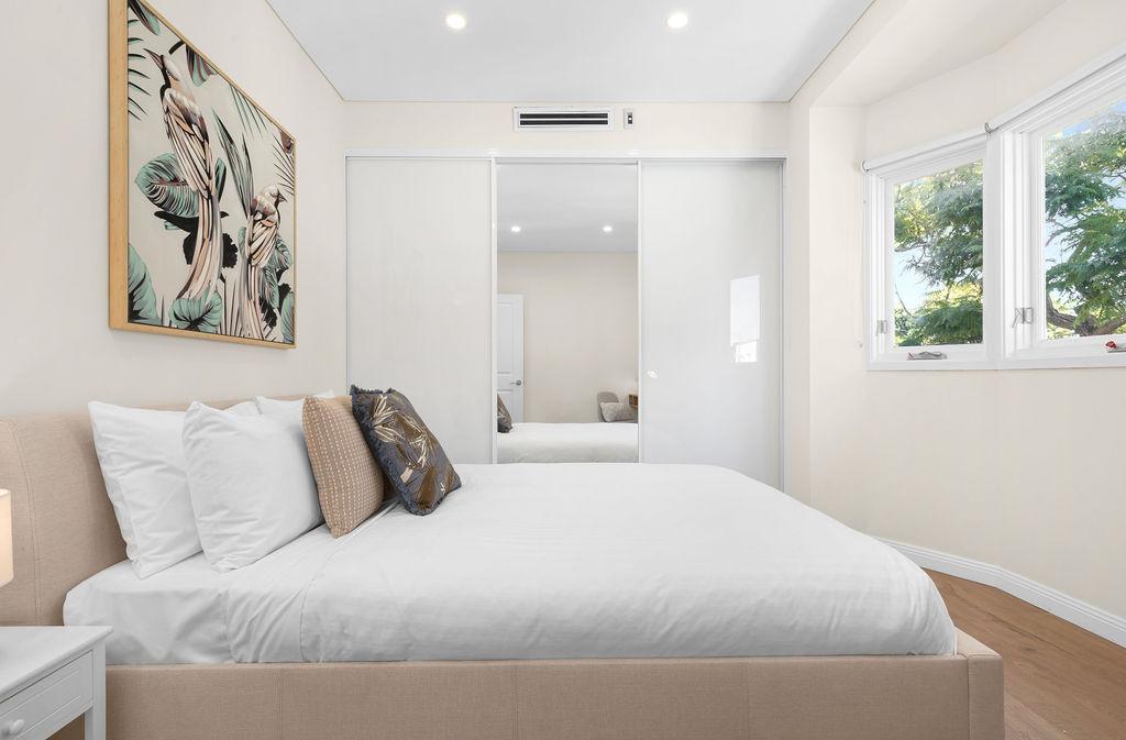 Wardrobe ay The Seymour Apartments, Paddington, Sydney