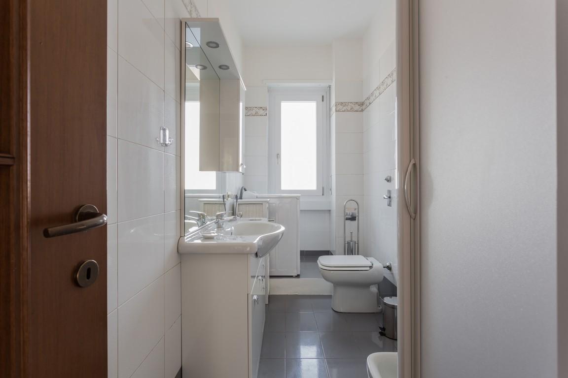 Bathroom at Bright Caneva Apartment, Bullona, Milan