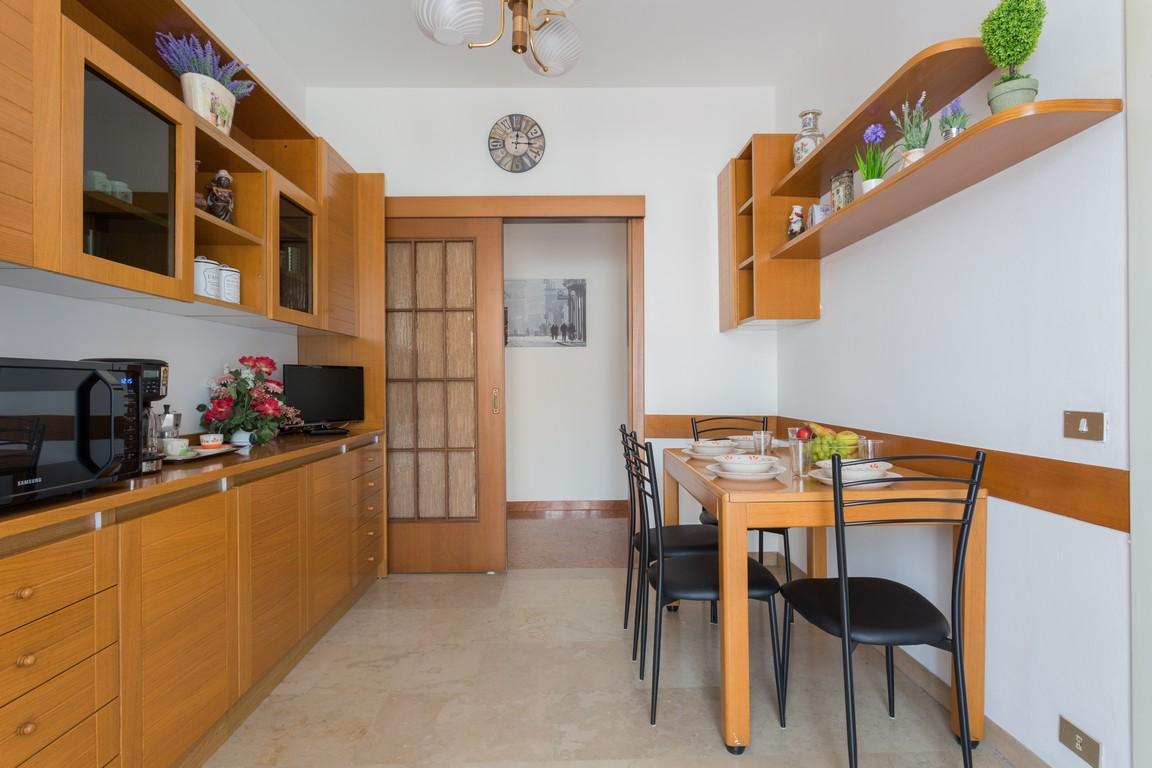 Kitchen diner at Bright Caneva Apartment, Bullona, Milan