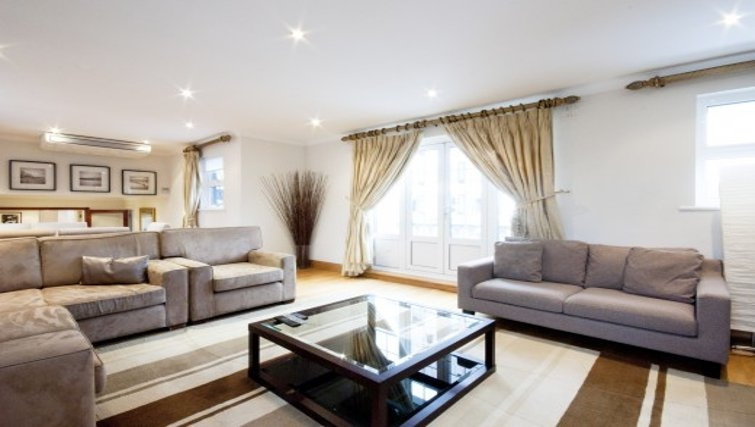 Sophisticated living area in Chesham Court