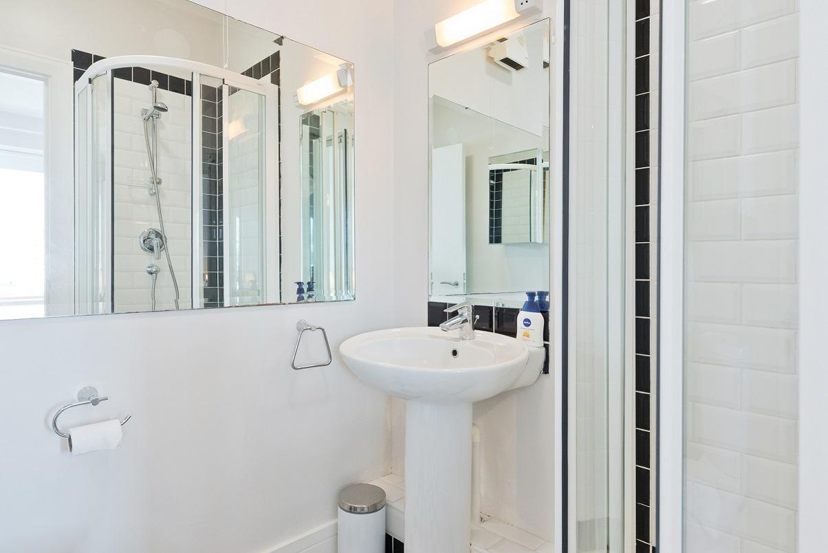 Mirror at Grand Canal Wharf 4 Apartment, Ringsend, Dublin