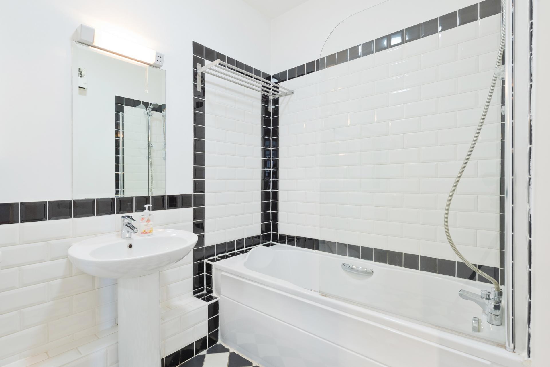 Bath at Grand Canal Wharf 4 Apartment, Ringsend, Dublin