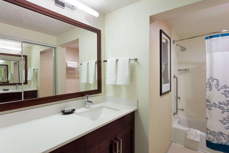 Bathroom at Residence Inn Plantation, Franklin Plantation, Worcester