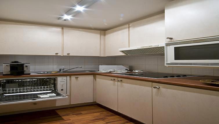 Kitchen at B-aparthotel Montgomery