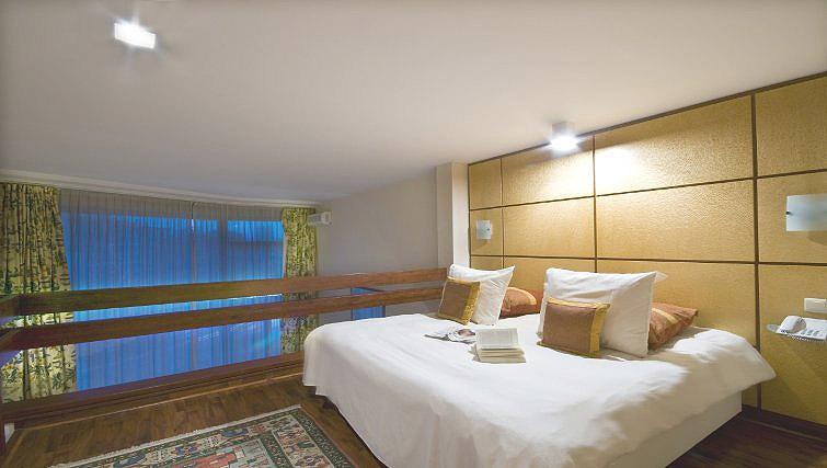 Roomy bedroom in B-aparthotel Montgomery