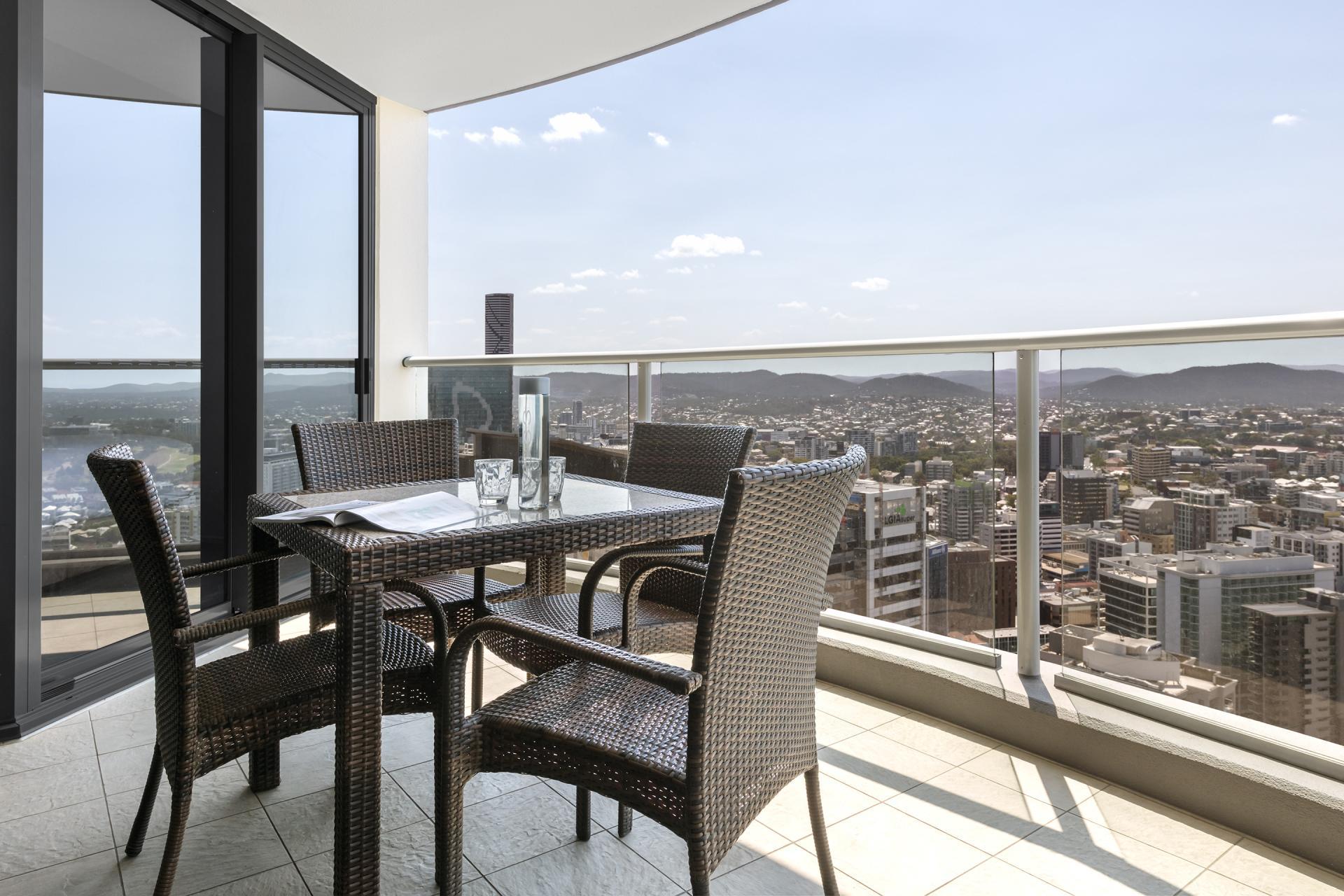 Oaks Aurora Apartments, Brisbane, SilverDoor Apartments