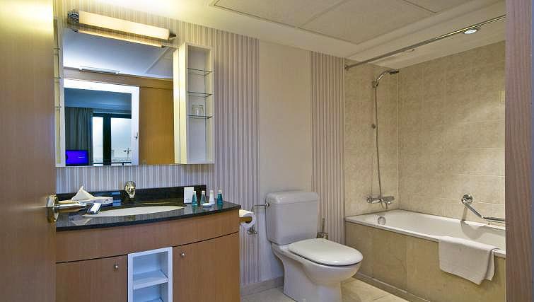 Main bathroom at B-aparthotel Ambiorix