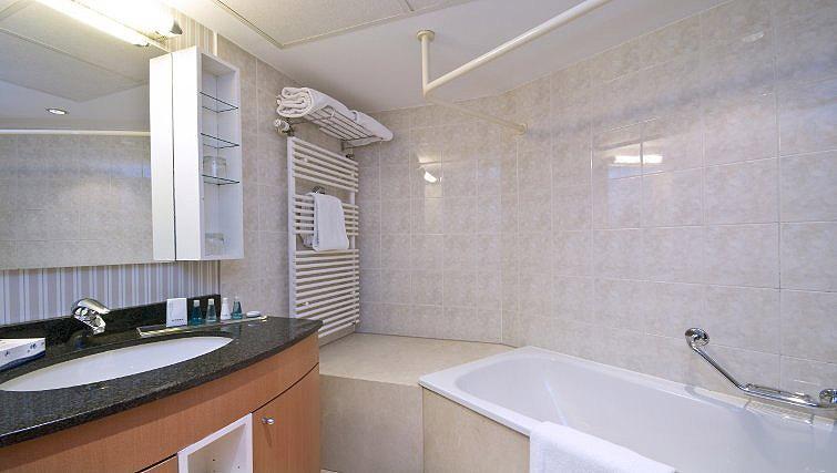 Bath in B-aparthotel Ambiorix