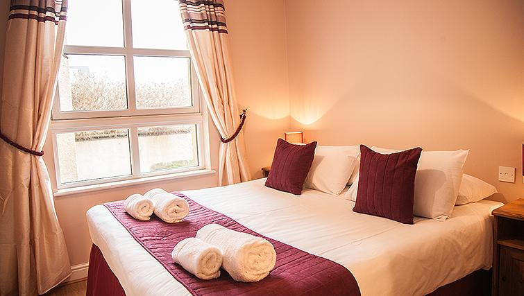 Cosy bedroom in Royal Mile Apartments